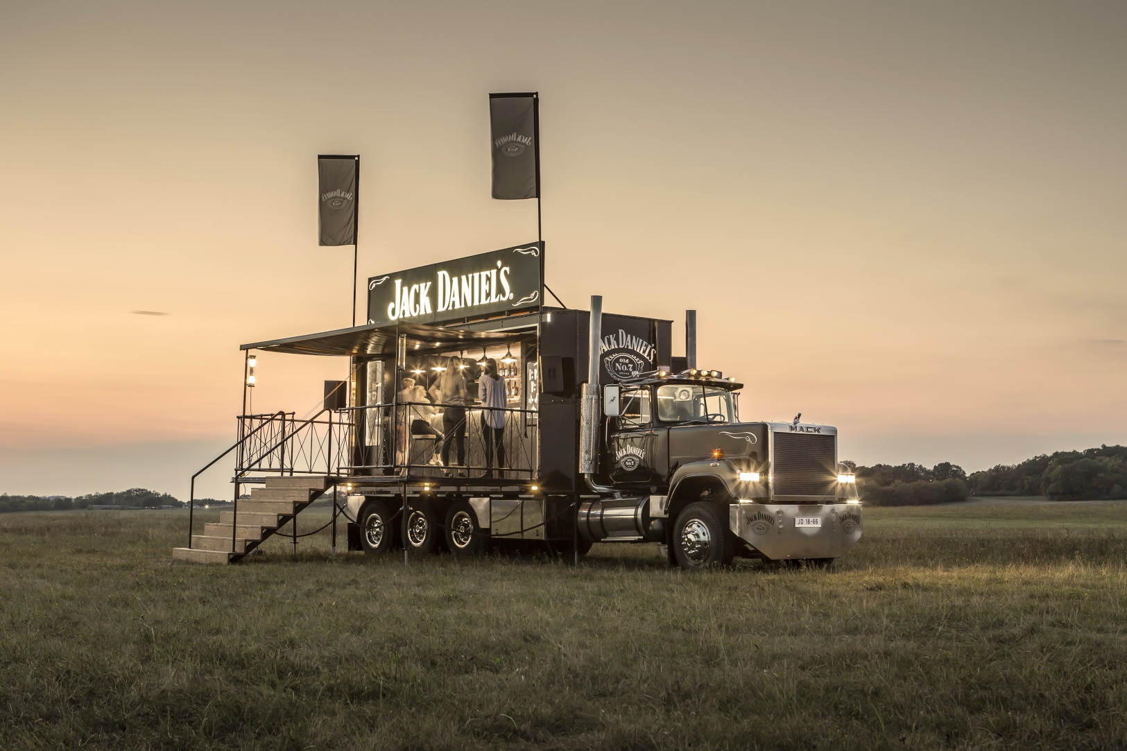 7_1625x1083_Jack_Daniels_Truck.jpg